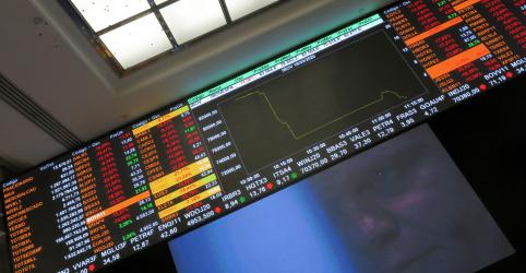 Placeholder - loading - Imagem da notícia Ibovespa chega a cair mais de 9% com saída de Moro do governo