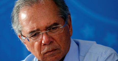 Placeholder - loading - Imagem da notícia Guedes rejeita extrapolar teto de gastos e diz que governo proporá suspensão de reajustes a servidores