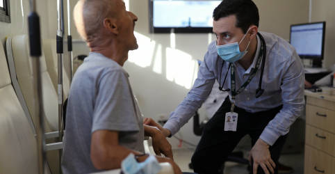 Placeholder - loading - Imagem da notícia Termômetro e diário, a rotina dos voluntários que testam uma candidata a vacina contra Covid-19