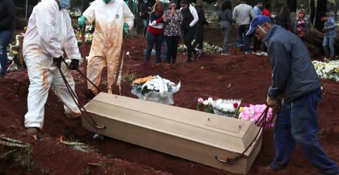Placeholder - loading - Imagem da notícia Brasil registra mais 1.300 mortes por coronavírus e totaliza 74.133; casos passam de 1,9 milhão