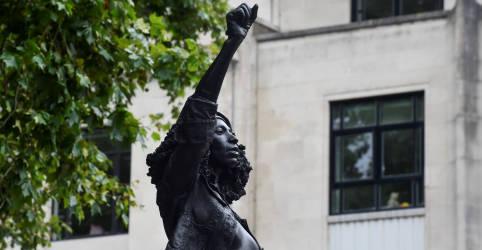 Placeholder - loading - Imagem da notícia Estátua de escravagista é substituída por uma de manifestante negra no Reino Unido