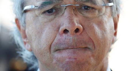Placeholder - loading - Imagem da notícia Guedes diz que governo estuda imposto negativo para trabalhador informal