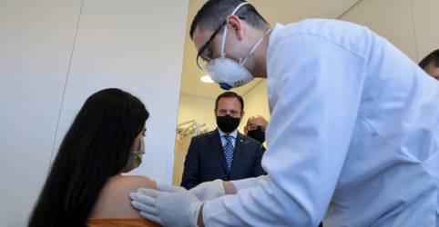 Placeholder - loading - Imagem da notícia Vacina chinesa contra Covid-19 inicia teste no Brasil, aplicação em voluntários deve levar 3 meses