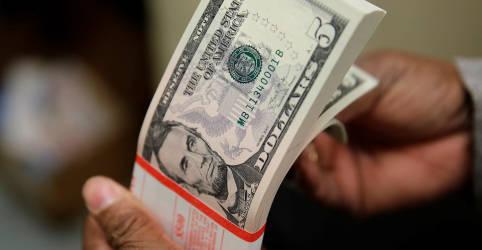 Placeholder - loading - Exterior respalda ajuste e dólar tem maior alta em um mês
