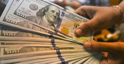 Placeholder - loading - Imagem da notícia Dólar sobe nesta 6ª, mas fecha julho com maior queda mensal do ano