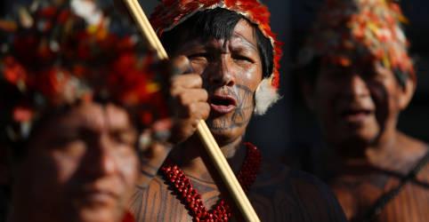 Placeholder - loading - Imagem da notícia Ministério da Defesa suspende operação em terras indígenas após visita de Salles a garimpeiros