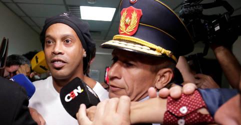 Placeholder - loading - Imagem da notícia Juiz paraguaio decidirá em 24 de agosto se Ronaldinho será solto de prisão domiciliar