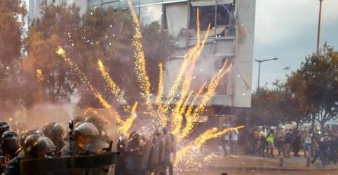 Placeholder - loading - Imagem da notícia Governo do Líbano renunciaem meio a fúria de manifestantes após explosão em Beirute