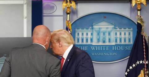Placeholder - loading - Imagem da notícia Trump é retirado de entrevista na Casa Branca após incidente com tiros no lado de fora