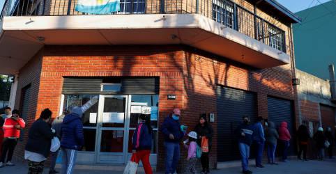 Placeholder - loading - Imagem da notícia Argentina ultrapassa marca de 5 mil mortes por coronavírus e número de casos salta
