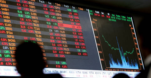 Placeholder - loading - Imagem da notícia Ibovespa futuro oscila pouco com dados da China e balanço sob holofotes
