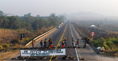 Placeholder - loading - Imagem da notícia Indígenas bloqueiam BR-163 no Pará; Justiça determina reintegração de posse