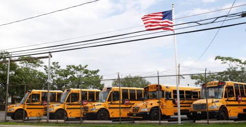 Placeholder - loading - Imagem da notícia Covid-19 força fechamento de escolas nos EUA, com casos elevados em vários Estados