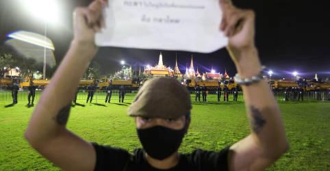 Placeholder - loading - Imagem da notícia Tailândia tem maior protesto em anos conta governo e monarquia