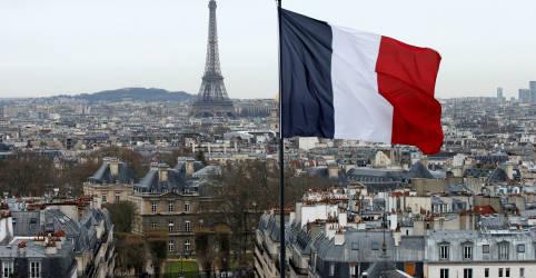 Placeholder - loading - Imagem da notícia Torre Eiffel é esvaziada em Paris