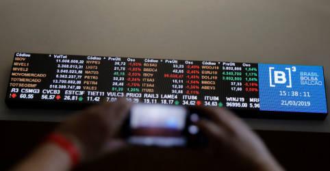 Placeholder - loading - Imagem da notícia Ibovespa avança puxado por setor financeiro e ronda 97 mil pontos