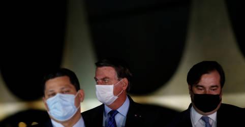 Placeholder - loading - Imagem da notícia Bolsonaro ironiza autoridades do Judiciário e Legislativo que 'dormem' de máscara e pegaram o coronavírus