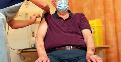 Placeholder - loading - Imagem da notícia Reino Unido é primeiro país a aplicar vacina da AstraZeneca em corrida para conter Covid