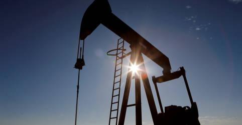 Placeholder - loading - Preços do petróleo saltam 5% com acordo de produção da Opep+ e tensões no Irã