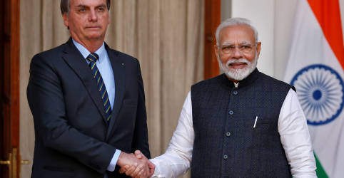 Placeholder - loading - Imagem da notícia Bolsonaro pede a premiê indiano que envie com urgência vacina contra Covid-19 ao Brasil