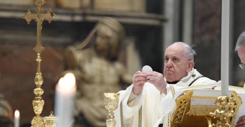 Placeholder - loading - Imagem da notícia Papa Francisco e papa emérito Bento 16 são vacinados contra Covid-19
