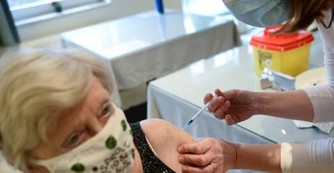 """Placeholder - loading - Imagem da notícia Países europeus reclamam de doses """"insuficientes"""" de vacina contra Covid-19"""