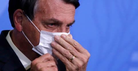 Placeholder - loading - Imagem da notícia Bolsonaro diz que avião que trará vacinas da Índia vai partir 'daqui a dois, três dias'