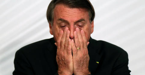 Placeholder - loading - Imagem da notícia 'Tinha que estar na praia numa hora dessas', diz Bolsonaro sobre atuação do governo na pandemia