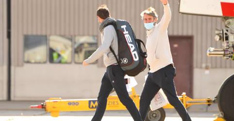 Placeholder - loading - Imagem da notícia Quase 50 tenistas ficam em quarentena após Covid-19 em voos para o Australian Open