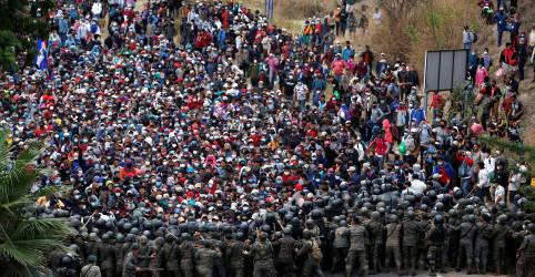 Placeholder - loading - Imagem da notícia Com golpes de varas, Guatemala contém caravana de imigrantes rumo aos EUA