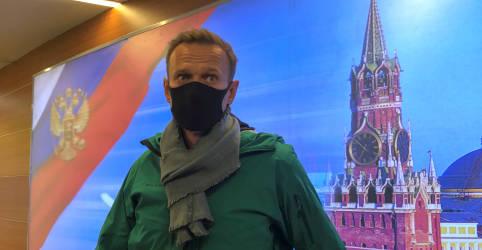 Placeholder - loading - Imagem da notícia Polícia russa detém crítico do Kremlin Alexei Navalny na chegada ao aeroporto
