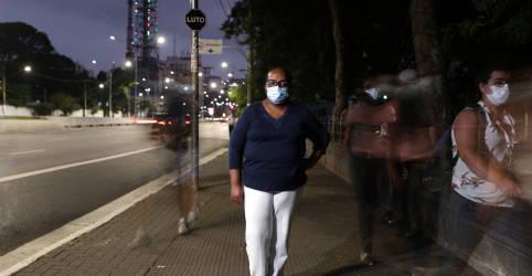 Placeholder - loading - Imagem da notícia Enfermeira de 54 anos do Hospital Emílio Ribas será primeira vacinada contra Covid-19, diz governo de SP