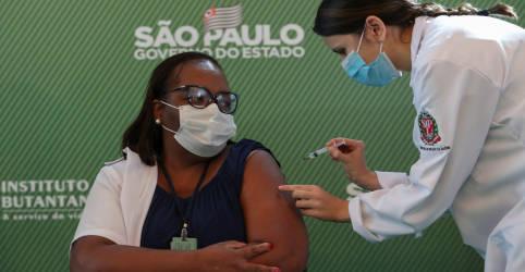 Placeholder - loading - Imagem da notícia Anvisa aprova uso emergencial de vacinas e enfermeira de SP é 1ª a receber imunizante