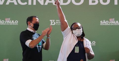 Placeholder - loading - Imagem da notícia Doria inicia vacinação com CoronaVac em São Paulo; Pazuello critica