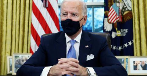 Placeholder - loading - Imagem da notícia Biden exigirá máscaras em aviões e trens e aumentará fundo para combater coronavírus