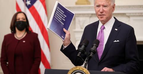 Placeholder - loading - Imagem da notícia Biden apresenta planos para testes, vacinação e máscaras contra Covid-19