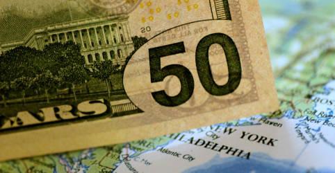 Placeholder - loading - Imagem da notícia Preocupação com pandemia e fiscal impulsiona dólar; exterior pesa