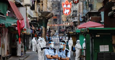 Placeholder - loading - Imagem da notícia Hong Kong coloca milhares de pessoas em 'lockdown' para testes compulsórios de Covid-19