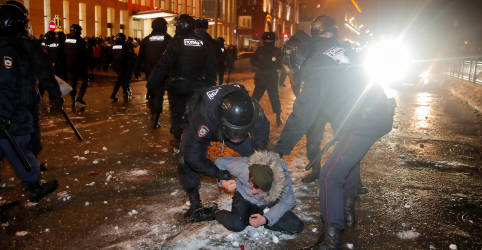 Placeholder - loading - Imagem da notícia Polícia russa prende mais de 2.500 em manifestações de apoio a opositor Navalny