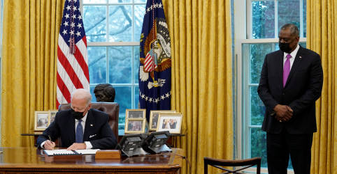 Placeholder - loading - Imagem da notícia Biden reverte proibição imposta por Trump a transgêneros nas Forças Armadas
