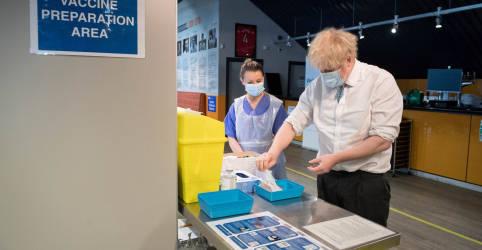 Placeholder - loading - Risco de variantes do coronavírus resistentes a vacinas faz Reino Unido endurecer quarentena