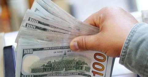Placeholder - loading - Imagem da notícia Dólar cai nos primeiros negócios atento a exterior e Guedes