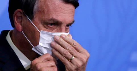 Placeholder - loading - Imagem da notícia Com risco para economia e popularidade em queda, Bolsonaro é convencido a mudar tom sobre vacinas