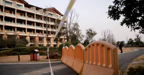 Placeholder - loading - Imagem da notícia Equipe da OMS que estuda origem da Covid-19 em Wuhan sai de quarentena