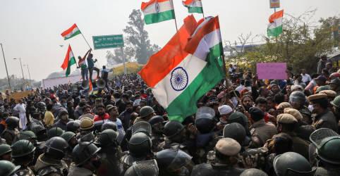 Placeholder - loading - Imagem da notícia Capital da Índia tem choques em local de protesto de agricultores
