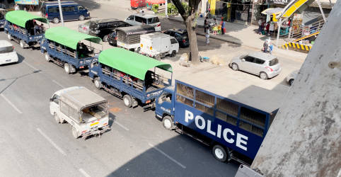Placeholder - loading - Imagem da notícia Golpe em Mianmar causa temor e revolta, mas também comemorações