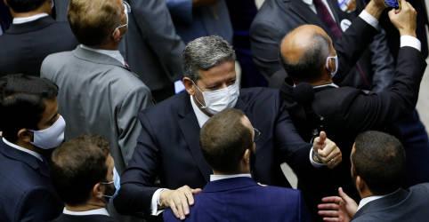 Placeholder - loading - Imagem da notícia Lira é eleito presidente da Câmara com folga e destitui bloco adversário em primeira decisão