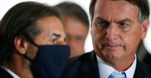 Placeholder - loading - Imagem da notícia Bolsonaro discute com presidente do Uruguai flexibilizar negociação de integrantes do Mercosul com outros países