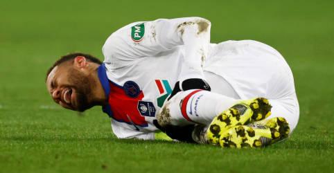 Placeholder - loading - Imagem da notícia Neymar fica fora de confronto do PSG com Barcelona por lesão muscular