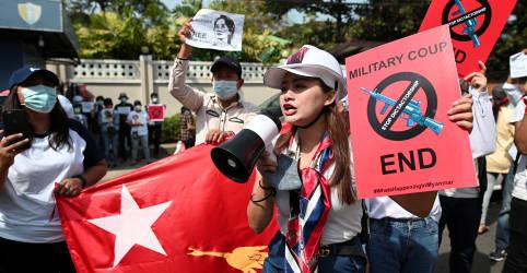 Placeholder - loading - Imagem da notícia Confronto de manifestantes anti-junta de Mianmar com polícia deixa três feridos